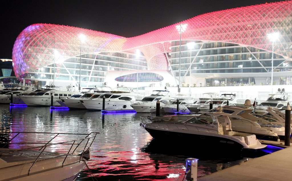 2009 Abu Dhabi Circuit with Luxury Yachts